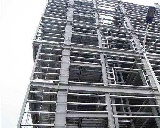 钢结构的防火和喷涂防护应由合格培训的专业施工部队进行