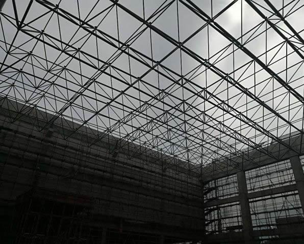 钢结构桁架起拱